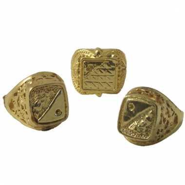 Ring goud voor pimp of gangster