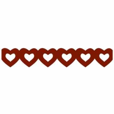 Rode hartjesslinger van papier