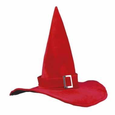 Rode heksenhoed met gesp