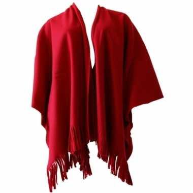Rode poncho voor lekker op de bank