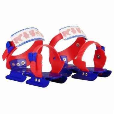 Rood met blauwe kinderschaatsen