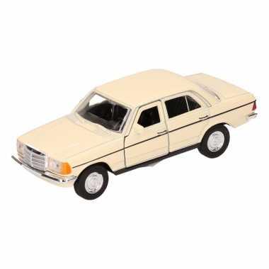 Speelgoedauto mercedes-benz w123 cabrio lichtgeel 16 cm