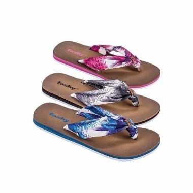 Teen slippers met blauwe bloemen