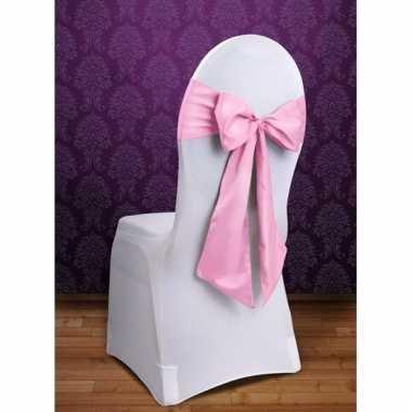 Trouwerij stoeldecoratie sjerp licht roze