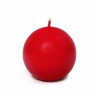Voordelige mat rode bolkaars 8 cm