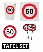 Afgeprijsde 50ste verjaardag tafeldecoratie versiering pakket verkeersbord