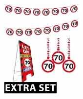 Afgeprijsde 70ste verjaardag versiering pakket verkeersbord extra