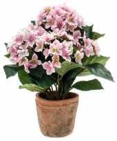 Afgeprijsde nep hortensia plant roze in terracotta pot kunstplant
