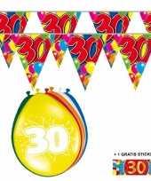 Afgeprijsde voordeelverpakking 30 jaar met 2 slingers en ballonnen