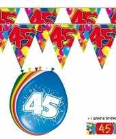 Afgeprijsde voordeelverpakking 45 jaar met 2 slingers en ballonnen