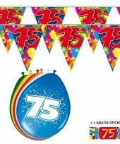 Afgeprijsde voordeelverpakking 75 jaar met 2 slingers en ballonnen