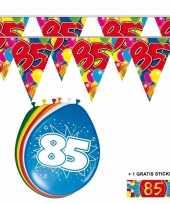 Afgeprijsde voordeelverpakking 85 jaar met 2 slingers en ballonnen