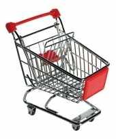 Rood winkelwagentje van metaal